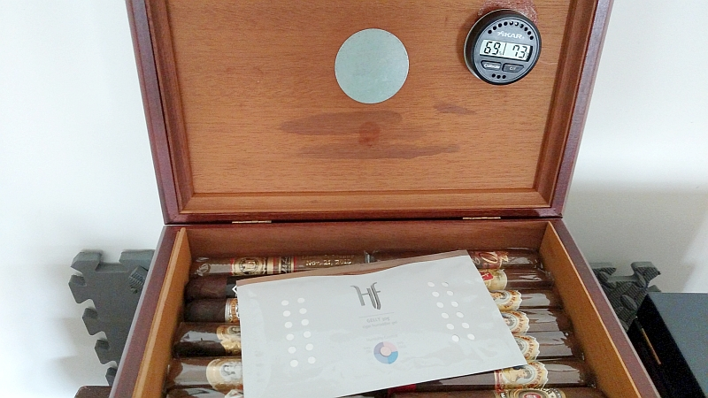 keep cigars fresh Hfbarcelona gelly in humidor