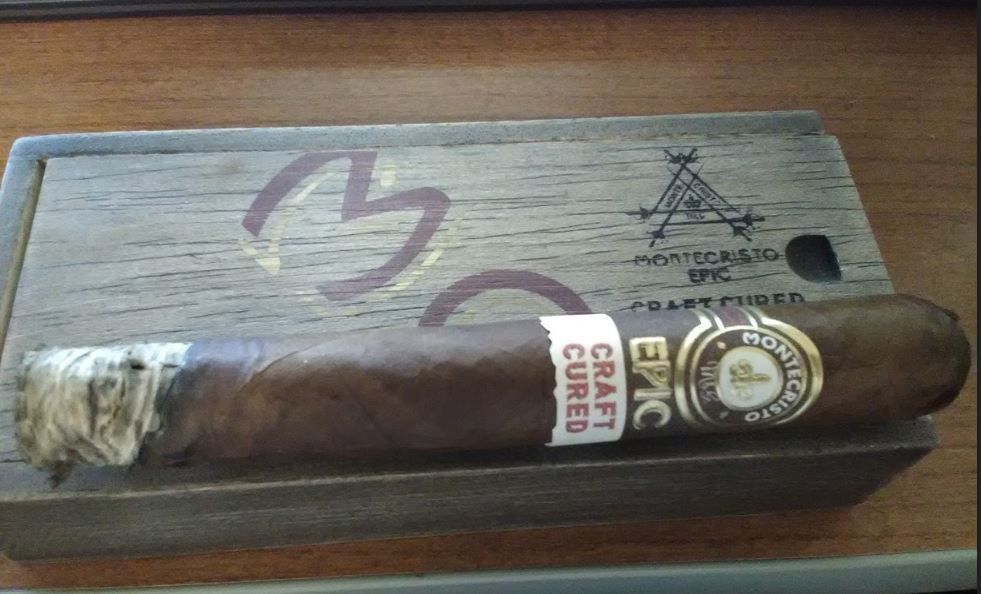 Montecristo Cigars Guide - Montecristo Epic Craft Cured Cigar Review - Fred Lunt