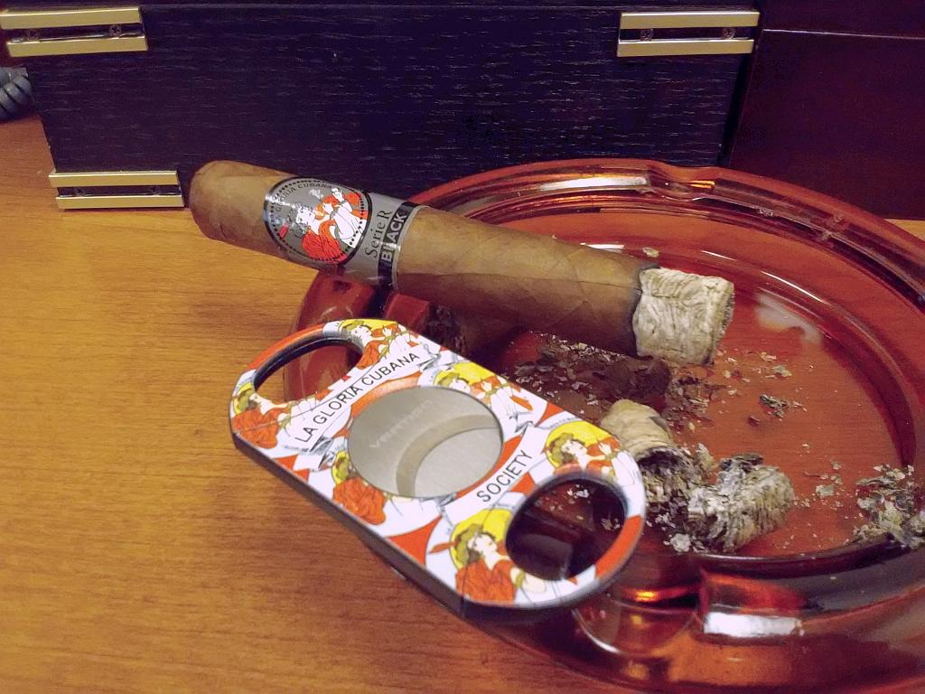 La Gloria Cubana Serie R Black Cigar