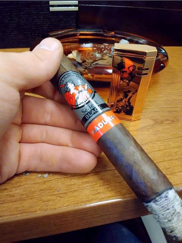 La Gloria Cubana Serie R. Black Maduro Cigar