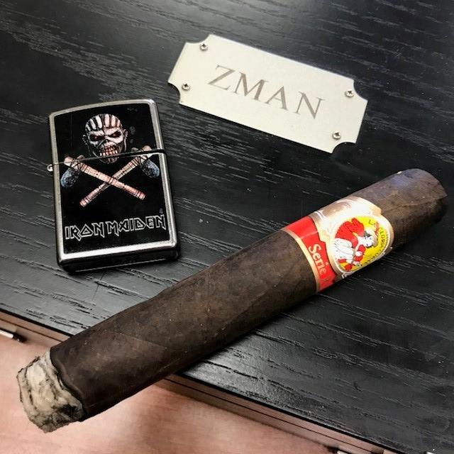 La Gloria Serie R Maduro Cigar