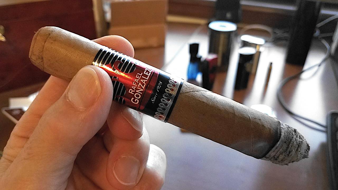 nowsmoking rafael gonzalez churchill cigar review gk