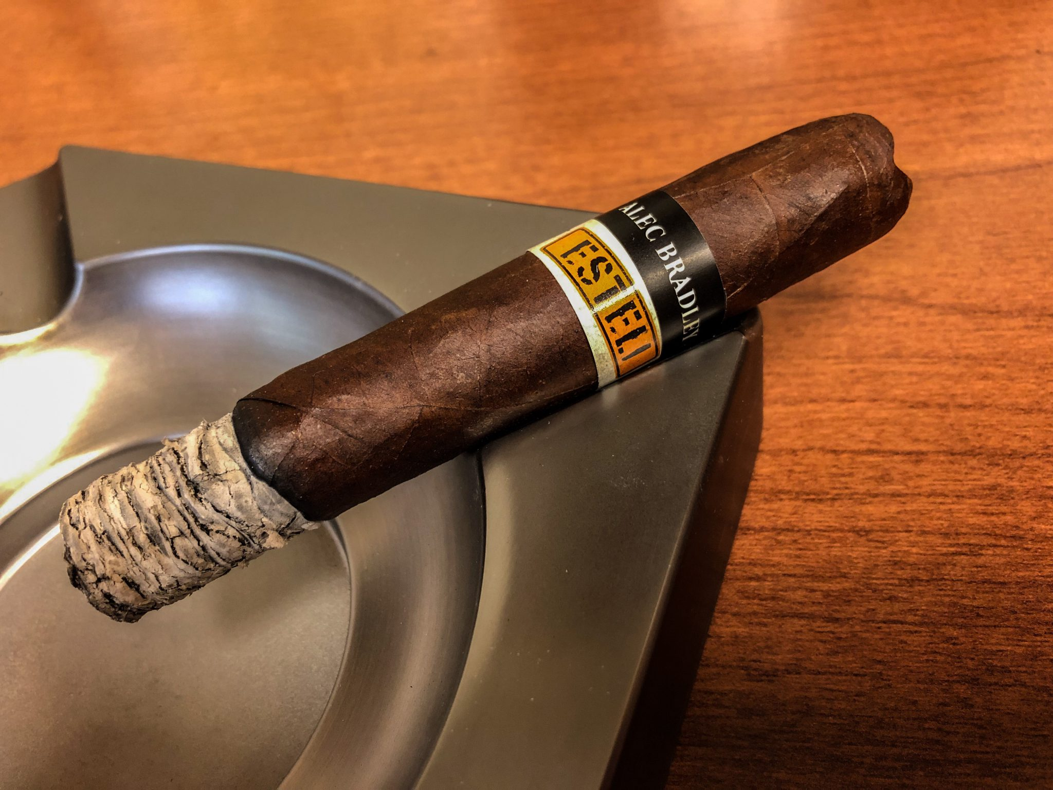 alec bradley cigars guide alec bradley black market esteli robusto cigar review by Jared Gulick