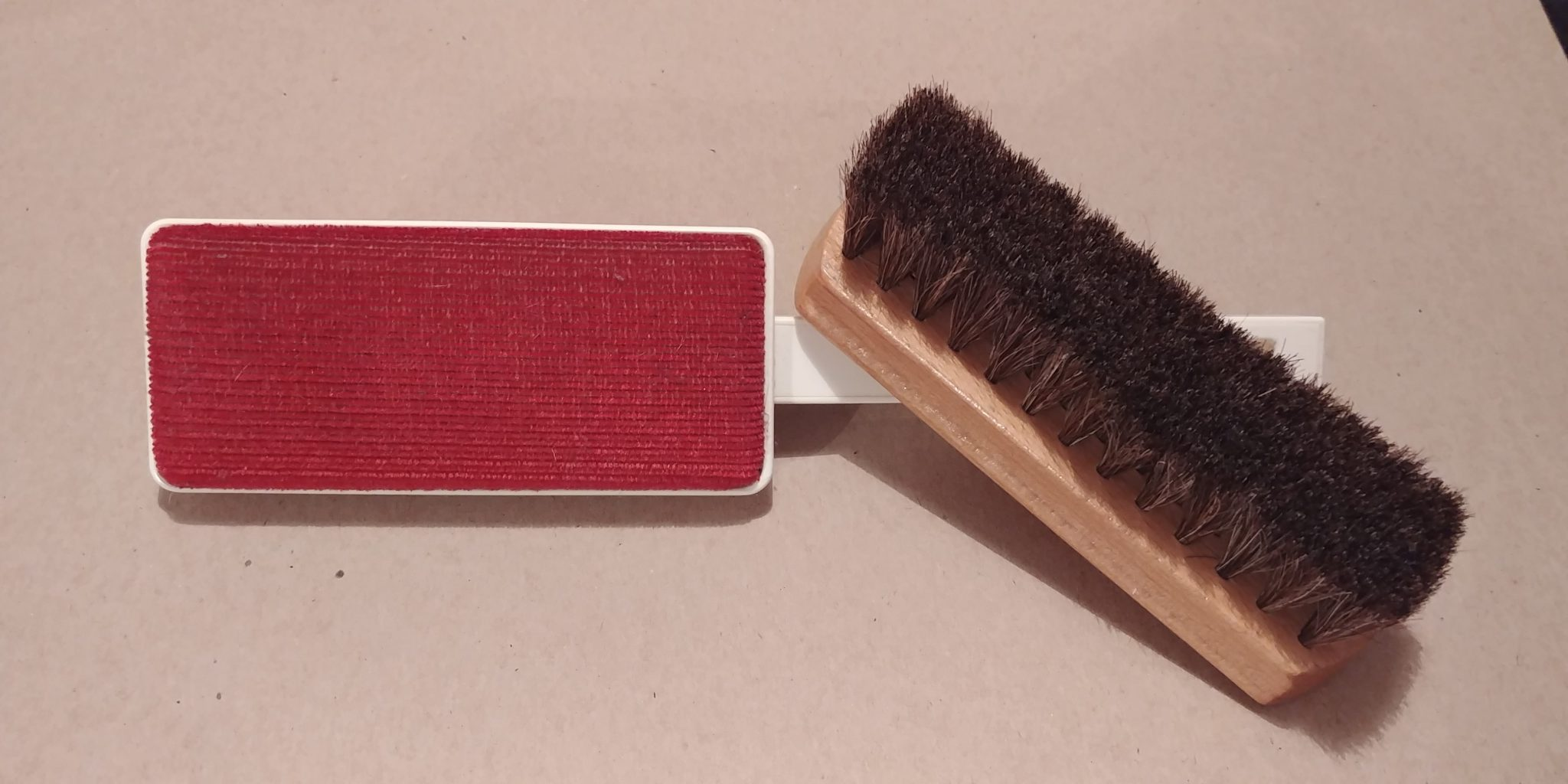 2 types of garment brush to remove smoke smell from your clothes