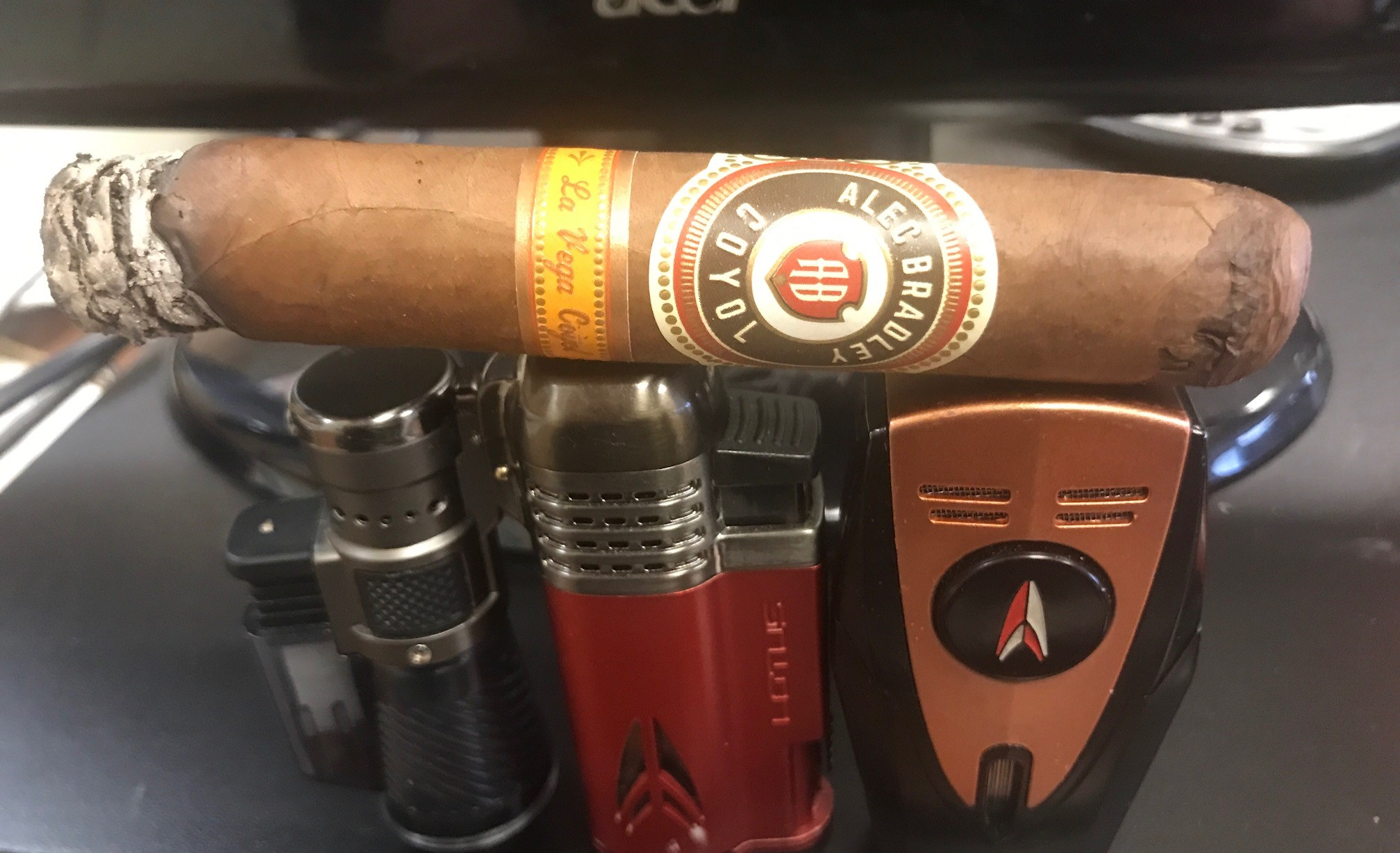 Alec Bradley cigars guide Alec Bradley Coyol Robusto cigar review by Tommy Zman