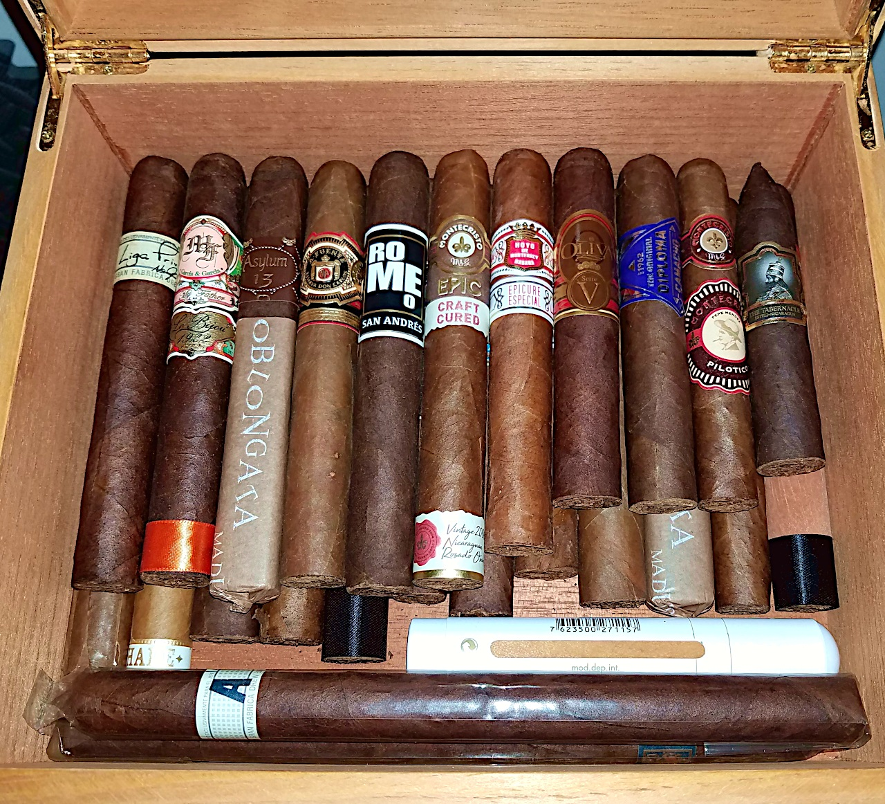 5 things about aging cigars - aging cigars at home in Gary's humidor