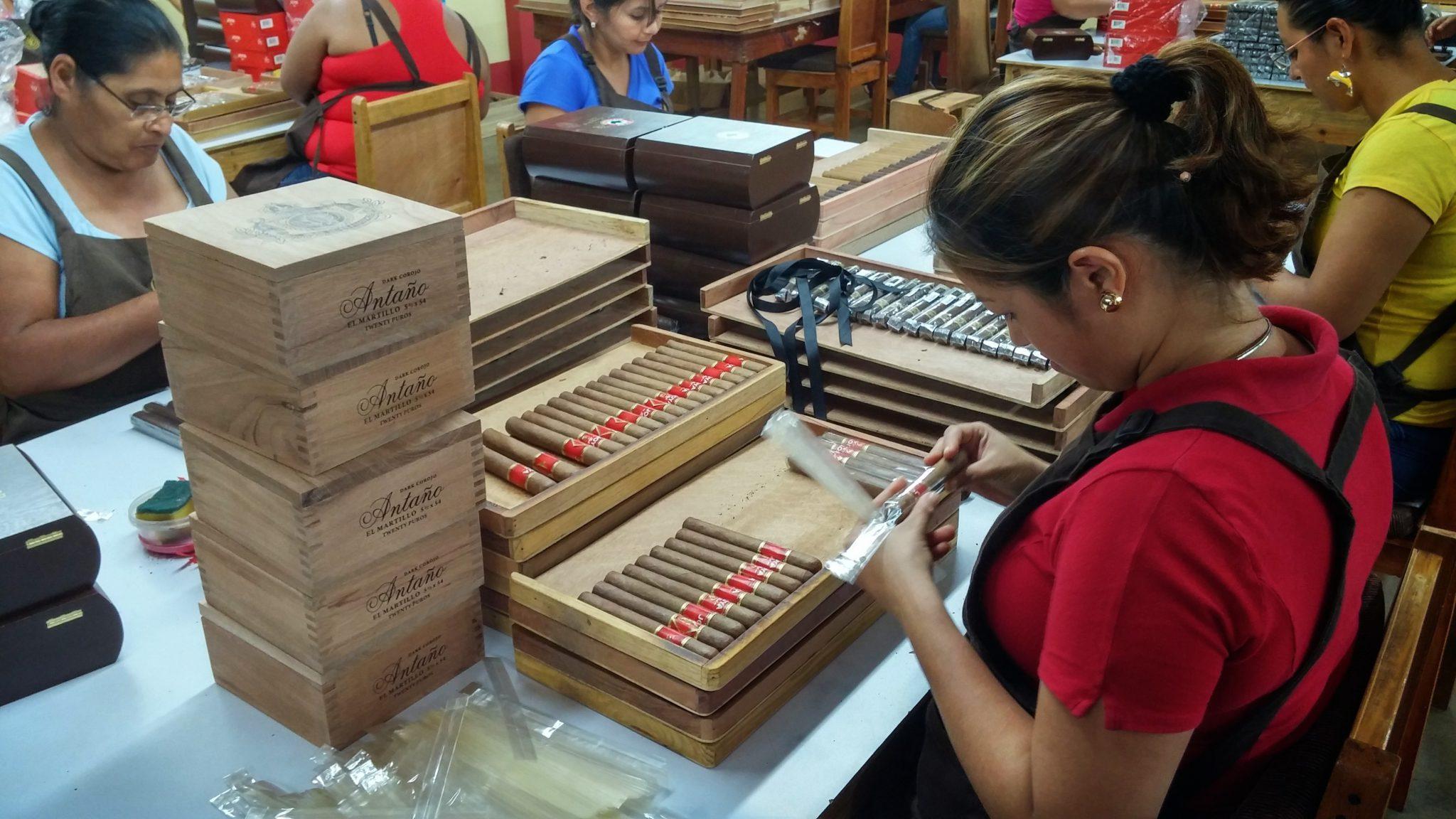 joya de nicaragua cigars guide jdn joya cigar bands at JdN factory