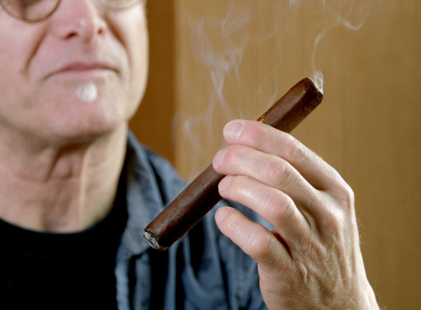 #nowsmoking la meridiana cigar review by Gary Korb close-up 1
