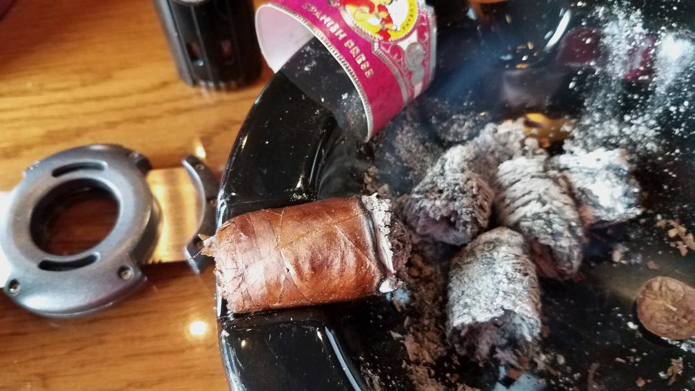 #nowsmoking La Gloria Cubana Spanish Press cigar review gigante nub by Gary Korb