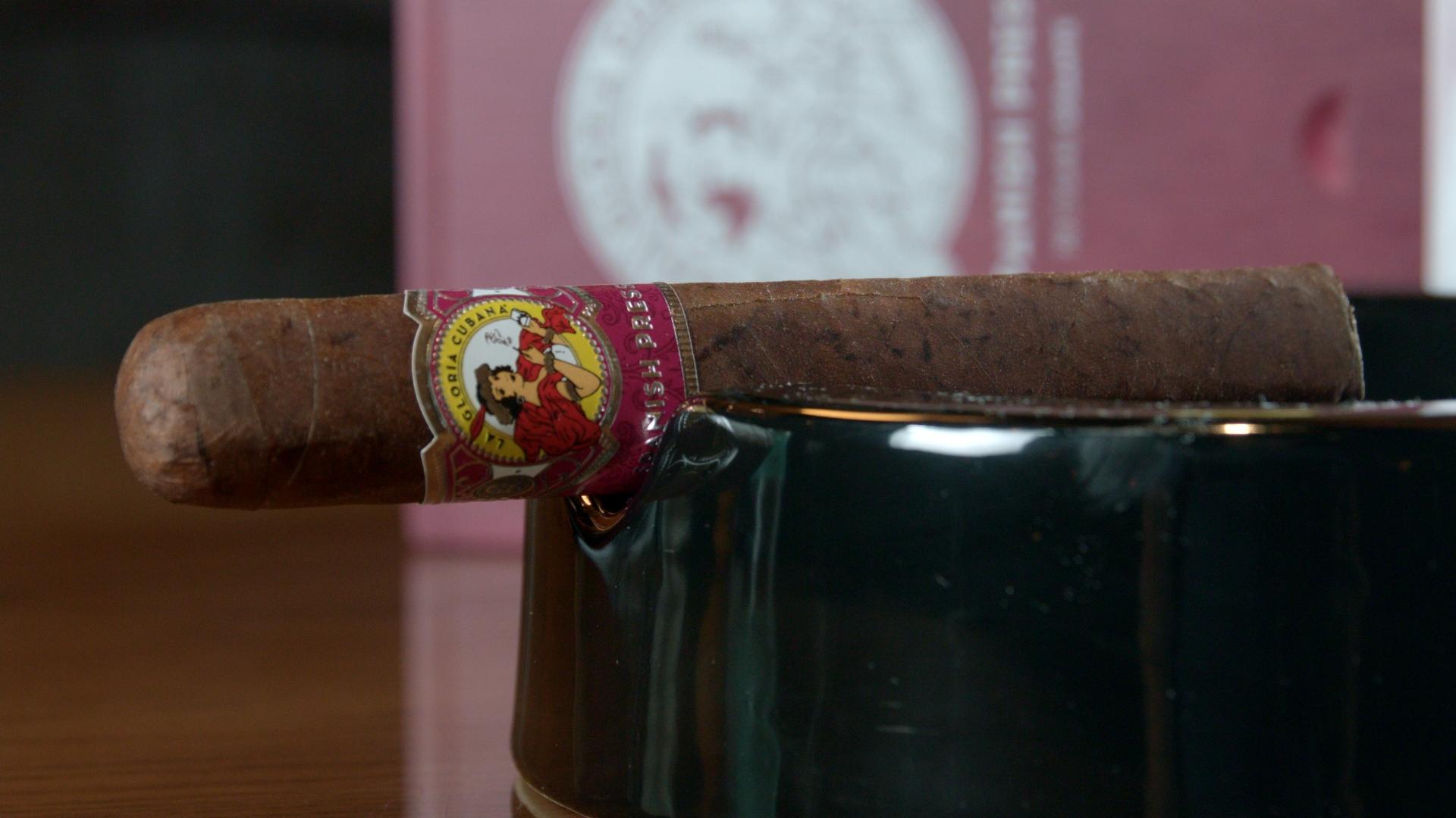#nowsmoking La Gloria Cubana Spanish Press cigar review Gigante by Gary Korb single cigar
