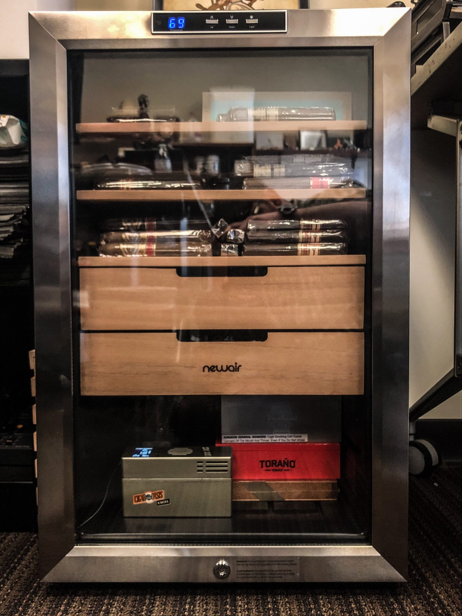 how to use a wineador newair cc-300h wineador review NewAir cigar Wineador at Famous Smoke Shop