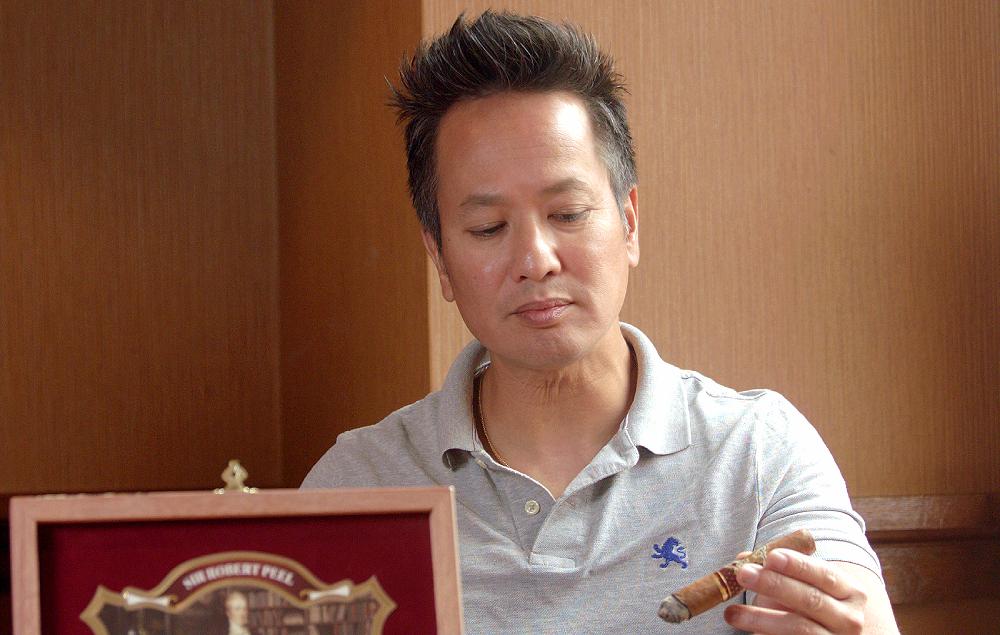 #nowsmoking protocol sir robert peel cigar review toro by Khuong Pham